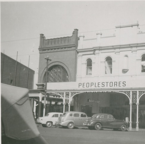 Peoplestores Grote Street entrance with cars 1954